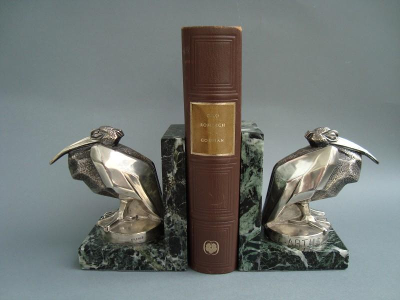Pelican bookends