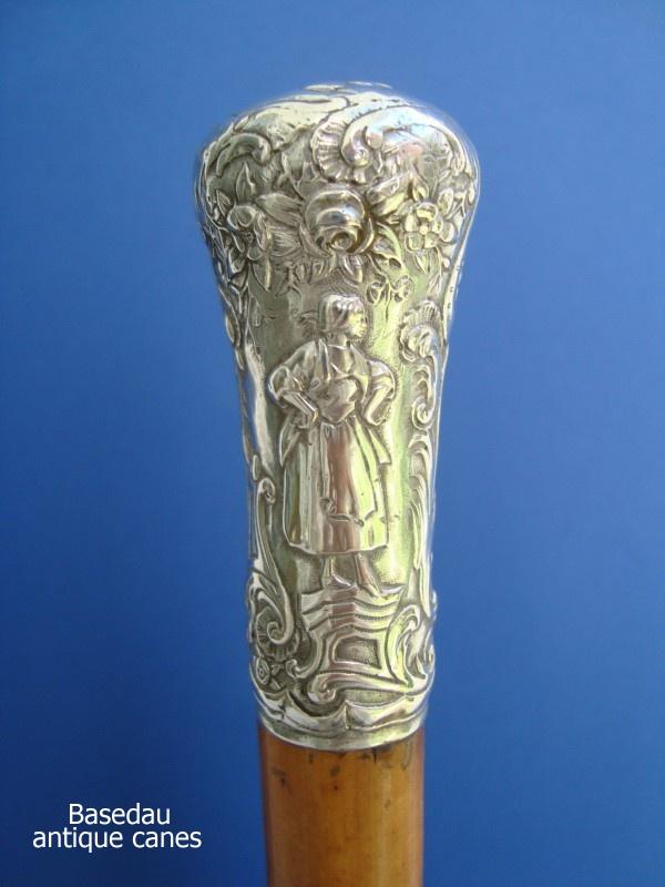 A silver knob around 1800